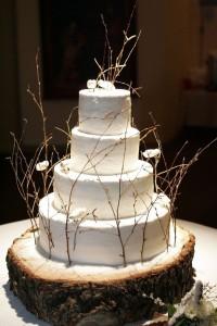 Rustykalna-podstawka-pod-tort