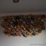 Plastry drewna na ścianie