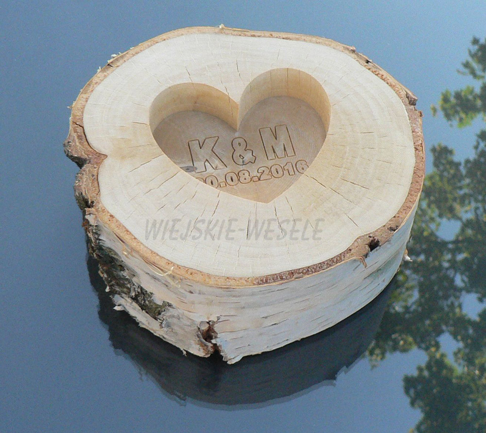 Drewniane-pudelko-na-obraczki